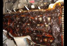 Закоксованная деталь двигателя