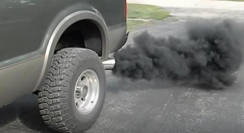 машина дымит на горячую опель